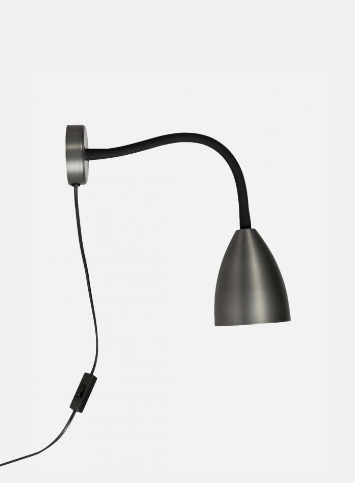 Trotsig LED vegglampe - oxidgrå